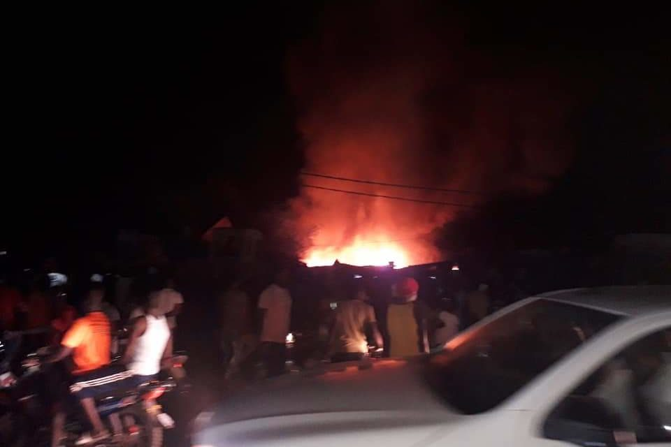 Violent incendie au marché central de Tambacounda (images)