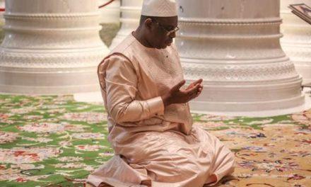 Abu Dhabi : Macky Sall se recueille à la mosquée Cheikh Zayed