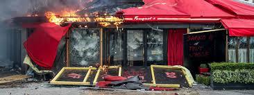18e samedi de mobilisation des Gilets jaunes : Paris en flammes, le Fouquet's incendié