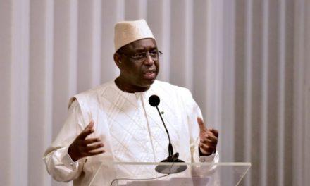Macky somme les officiels Sénégalais de voyager à bord de Air Sénégal