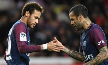 Le coup de pouce de Neymar à Dani Alves