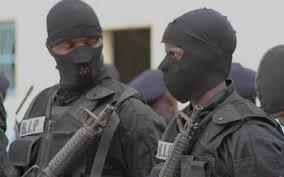 Amitié 3 : une prise d'otages digne d'une série hollywoodienne