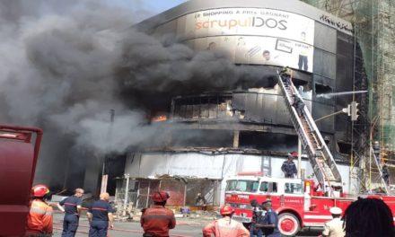 Le magasin Scupuldos en flammesdepuis 2 heures du matin (vidéo)