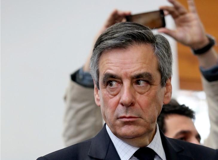 Soupçons d'emplois fictifs : François Fillon et son épouse en correctionnelle