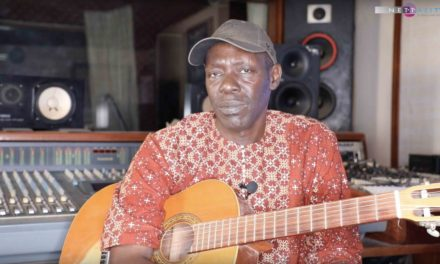 Guitaristes sénégalais : Jimmy Mbaye en solo