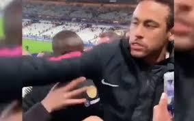 Agacé, Neymar frappe un supporter