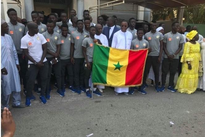 MONDIAL U20 : Les Lionceaux ont reçu le drapeau national