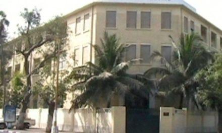 Interdiction du voile à Sainte Jeanne D'arc :lesparents d'élèves ruent dans lesbrancards