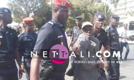 En images – Des manifestants interpellés par la police – Vote loi suppression poste PM