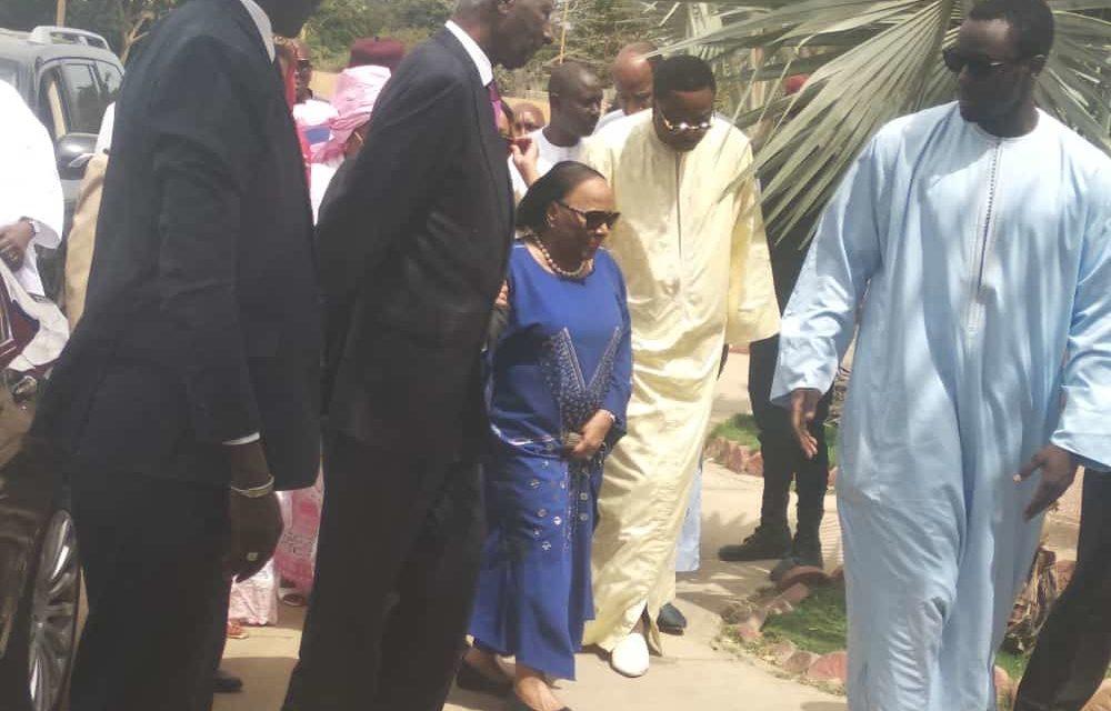 Abdou Diouf présente ses condoléances à la famille de Tanor Dieng