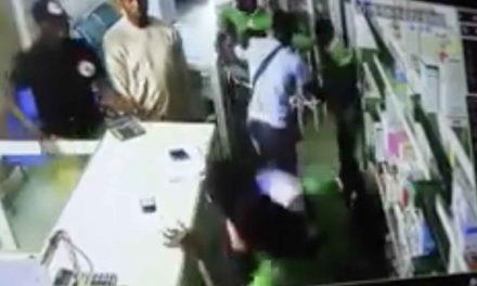 """Vidéo – Un pharmacien dénonce des """"insultes et de la violence par un commissaire de police"""""""