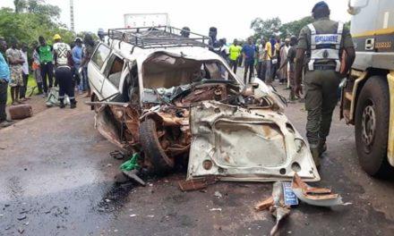 """Une collision entre un camion et un véhicule """"7 places"""" fait 3 morts et 7 blessés"""