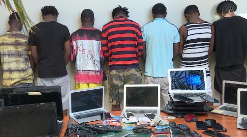 Cybercriminalité : 18 Nigérians arrêtés avec 250 ordinateurs à Ouakam