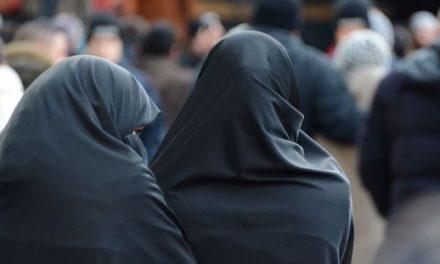 Panique à Dakar: Comment 2 jeunes hommes, habillés de «Burqa», ont été arrêtés à la sortie d'une mosquée