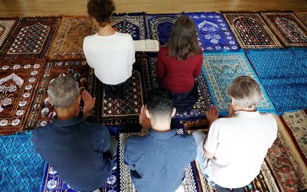 Pour la première fois en France, l'imam est une femme