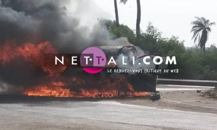 Vidéo – Rond point cité Lobatt Pikine : Une voiture prend feu