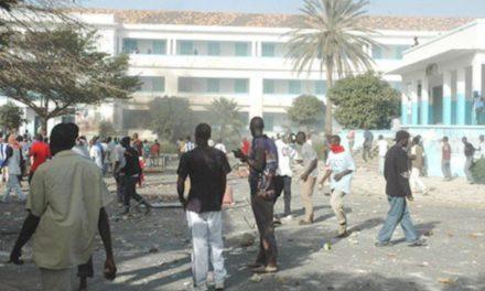 UCAD – Les étudiants encerclent les locaux du Coud