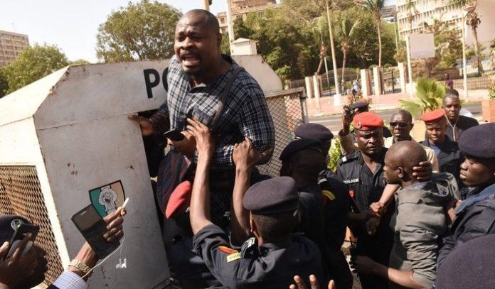 ACCUSATIONS DE TORTURES – Guy Marius Sagna persiste malgré les menaces de la police