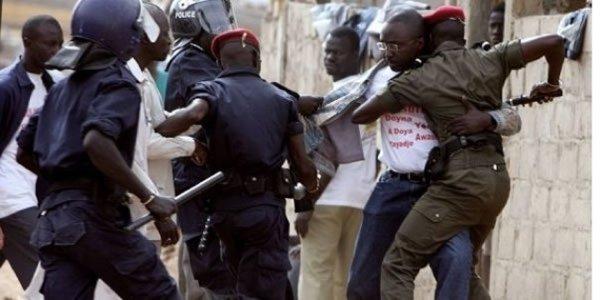 """COUVRE-FEU  – La police promet de punir les """"interventions excessives"""" de ses hommes"""