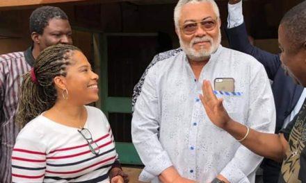 Expulsée de Côte d'Ivoire, Nathalie Yamb décroche le soutien de Jerry Rawlings