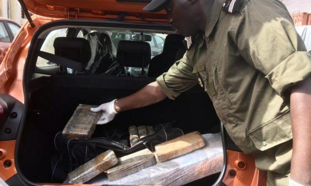 ZIGUINCHOR – 1 kg de cocaïne retrouvé dans un véhicule 7 places