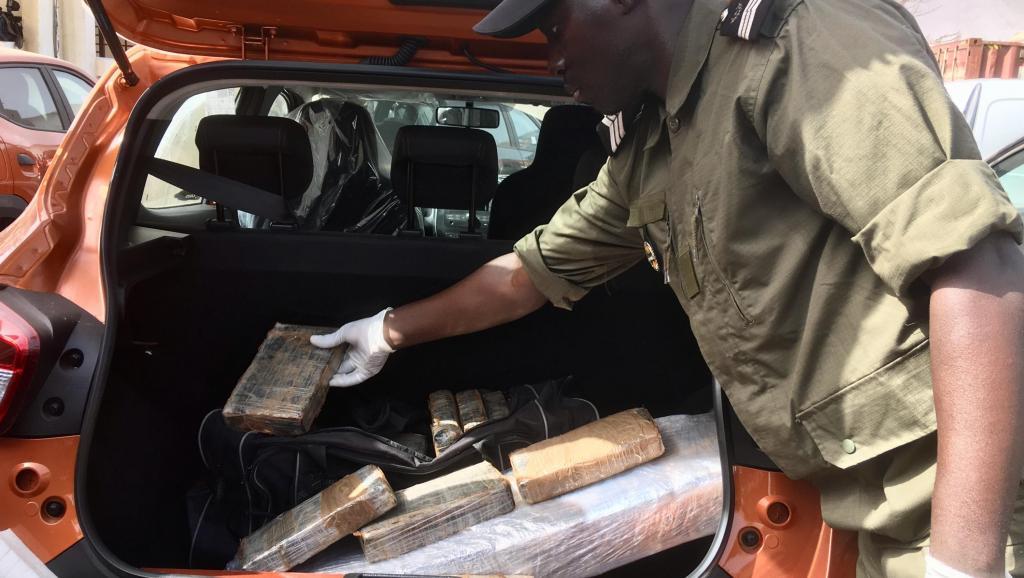 SAISIE DE COCAINE AUX ALMADIES  – Un Sénégalais et un étranger arrêtés
