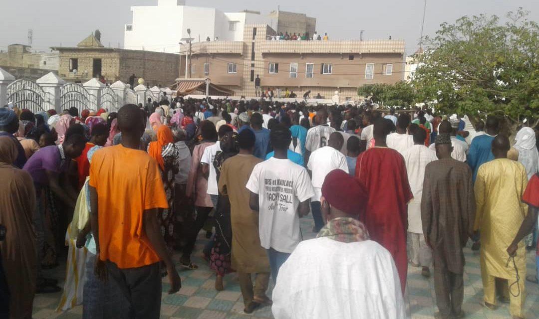 MEDINA BAYE – Le Jeune américain Talibé Baye accompagné au cimetière par une foule nombreuse