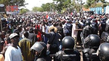 GAMBIE – Chaudes empoignades entre populations et forces de l'ordre
