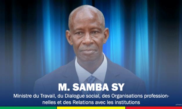 MESURES D'INTERDICTION CONTRE LES TRAVAILLEURS NON VACCINÉS – Le ministre du Travail recadre les patrons