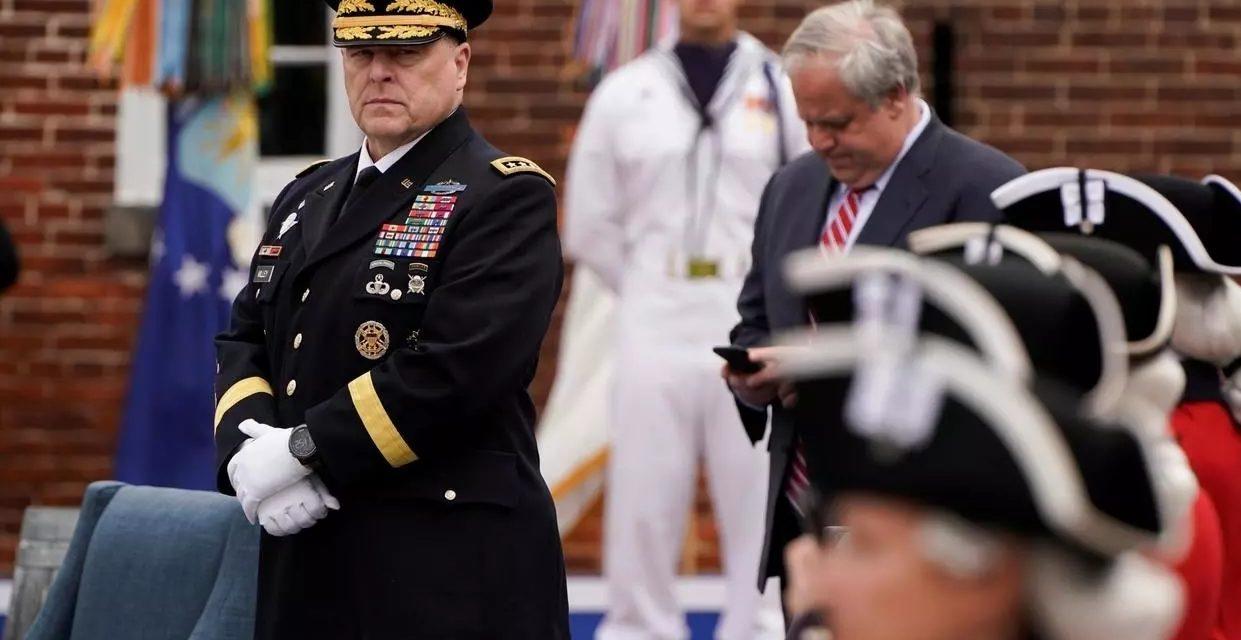 ETATS-UNIS – Le chef des armées regrette d'avoir accompagné Trump