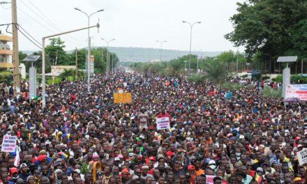 MALI – La police disperse des manifestants antigouvernementaux