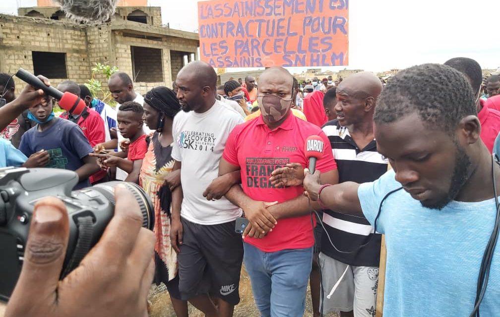 VIDEO – MANIF CONTRE LES INONDATIONS – La police lance des lacrymogènes à Keur Massar