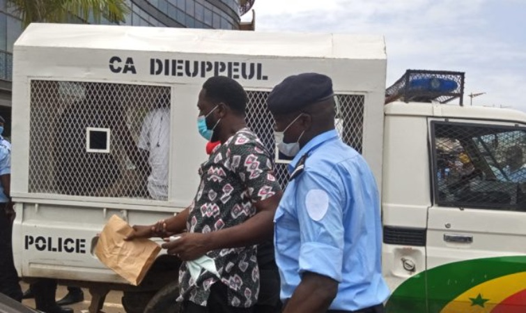 PROTESTATION CONTRE LES NOUVEAUX TARIFS DE ORANGE – Kilifeu et Aliou Sané arrêtés