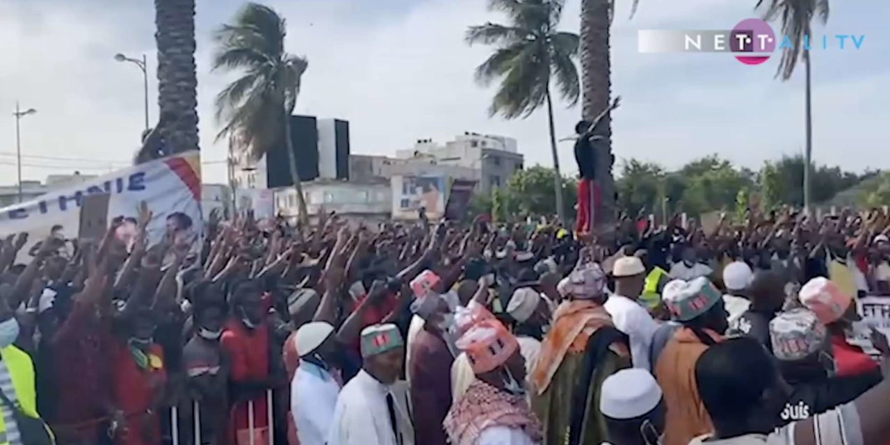 VIDEOS-PHOTOS MANIF –  Mobilisation monstre des Guinéens de Dakar