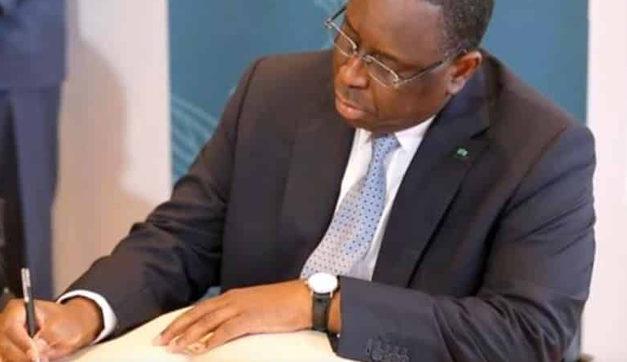 HOMMAGES DE LA NATION – Macky pleure Pape Bouba Diop