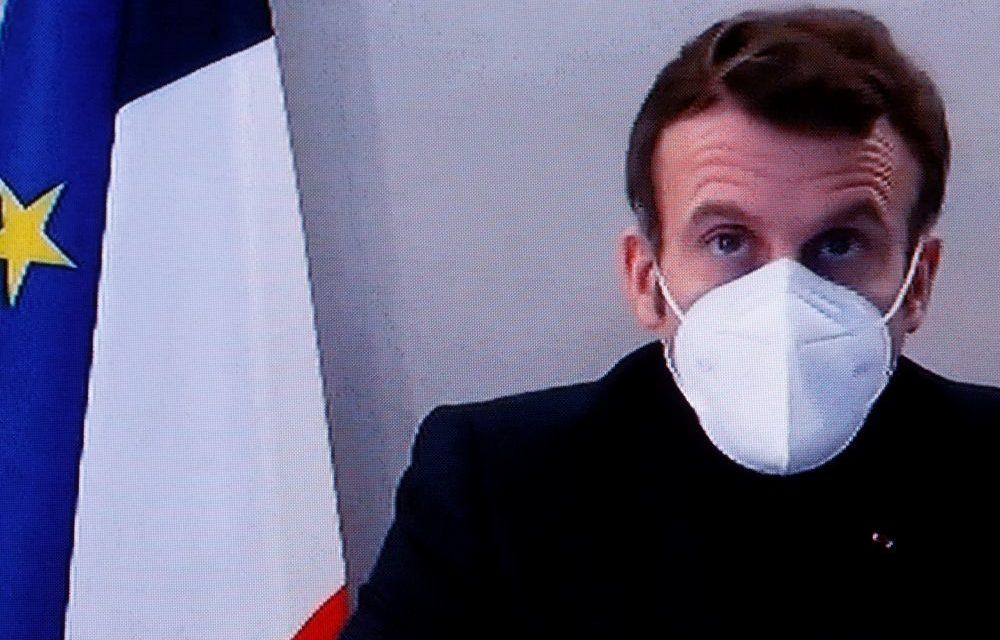 Malade du COVID-19, Macron préside le dernier conseil des ministres de 2020
