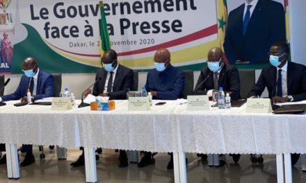 COVID-19  – Le gouvernement suspend ses rencontres avec la presse
