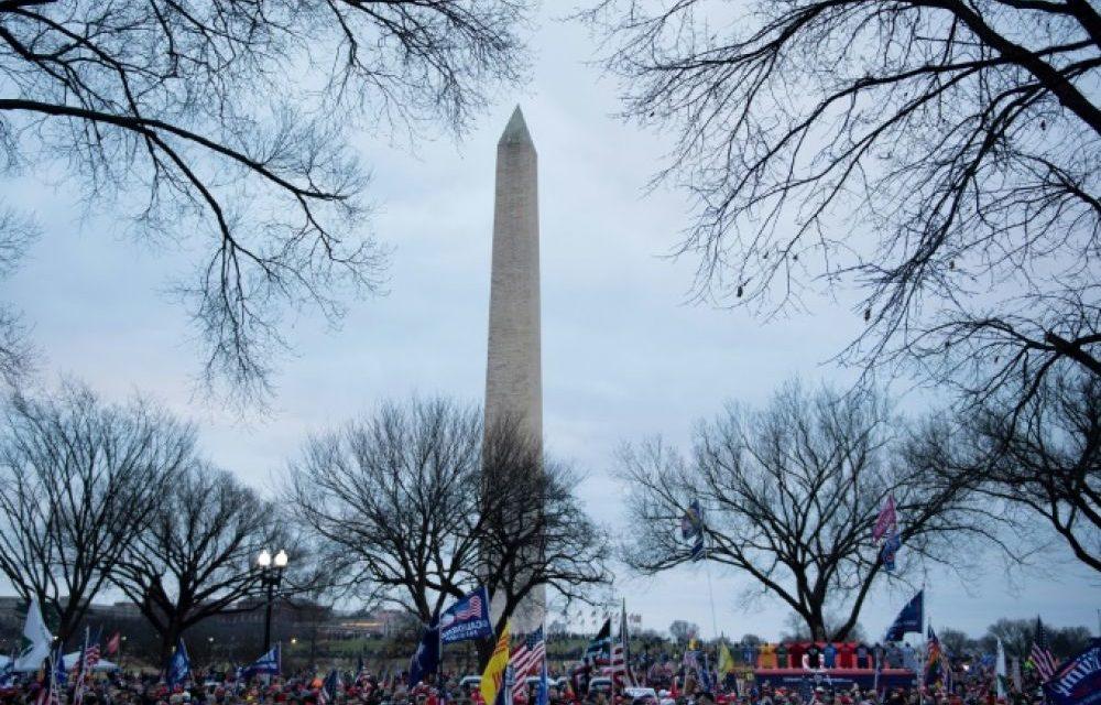 Des foules de partisans de Trump convergent vers Washington