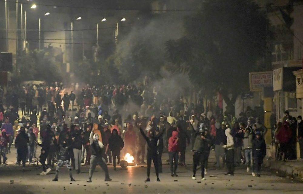 TUNISIE – Tension après une 4e nuit consécutive de heurts