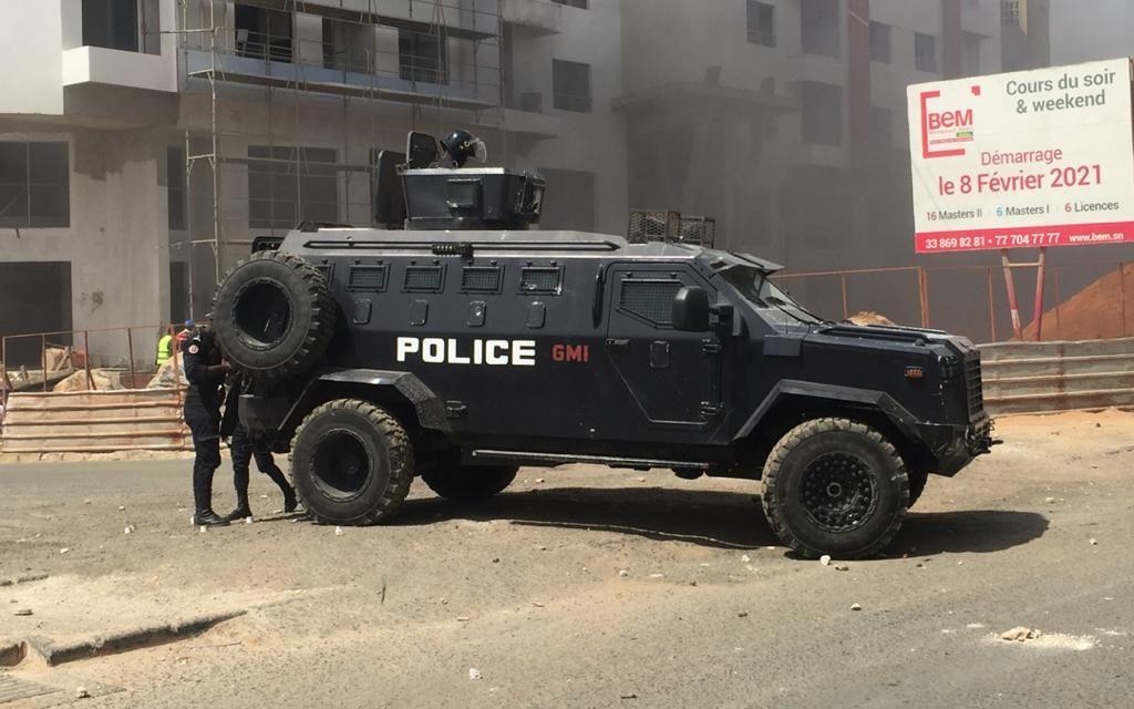 PHOTOS – FORTE MOBILISATION CHEZ OUSMANE SONKO – La police disperse la foule