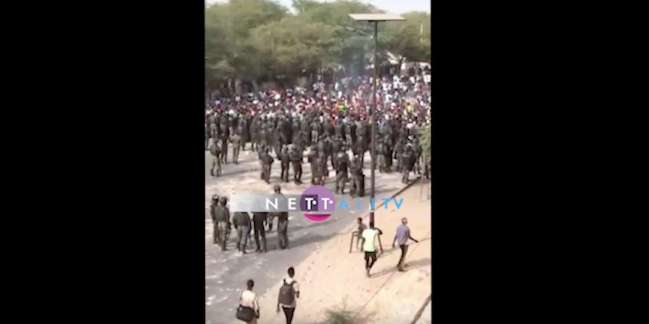 VIDEO – Face-à-face entre forces de l'ordre et étudiants