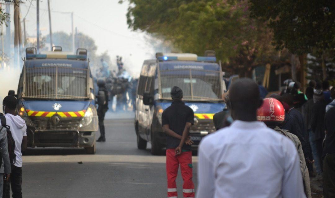 PHOTOS – Convocation de Sonko : La gendarmerie déploie un dispositif impressionnant