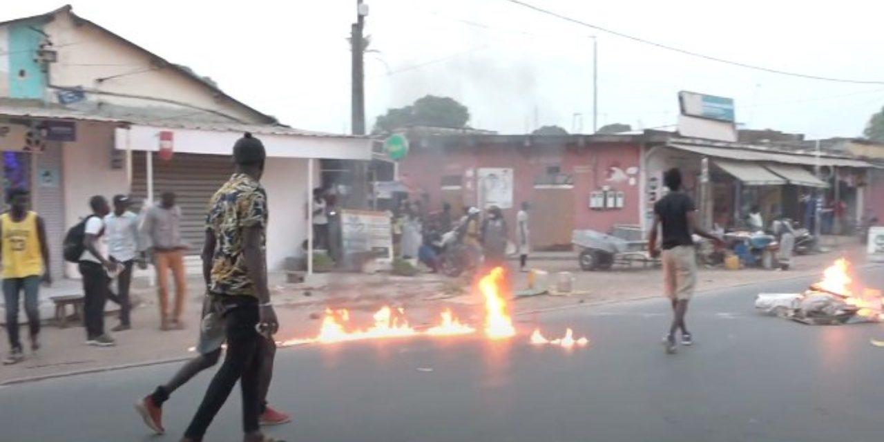 BAMBILOR – Les populations brûlent le projet de découpage de Macky