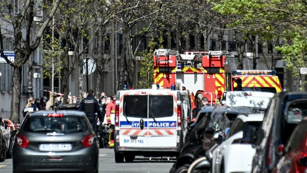 Coups de feu devant un hôpital à Paris : un mort et un blessé grave