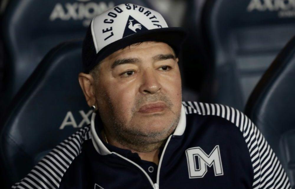 """ARGENTINE – Maradona a agonisé, """"abandonné à son sort"""" selon des experts médicaux"""