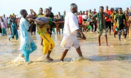 NAUFRAGE AU NIGERIA – Une trentaine de corps repêchés, plus de cent encore introuvables