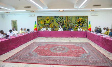 INONDATIONS DANS LA BANLIEUE – Macky convoque une réunion d'urgence