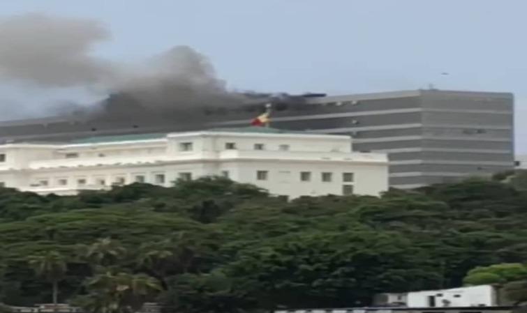 VIDEO – Incendie au building administratif de Dakar