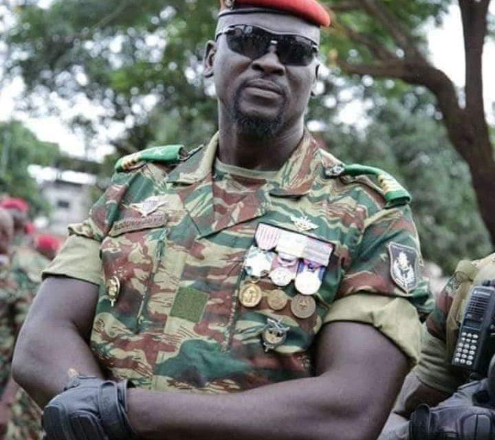 """Mamady Doumbouya : """"Le président est avec nous, il est en lieu sûr"""""""