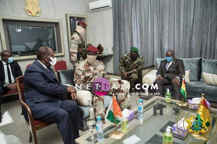 PHOTOS-VIDEOS – Voici comment les Guinéens ont accueilli la délégation de la CEDEAO